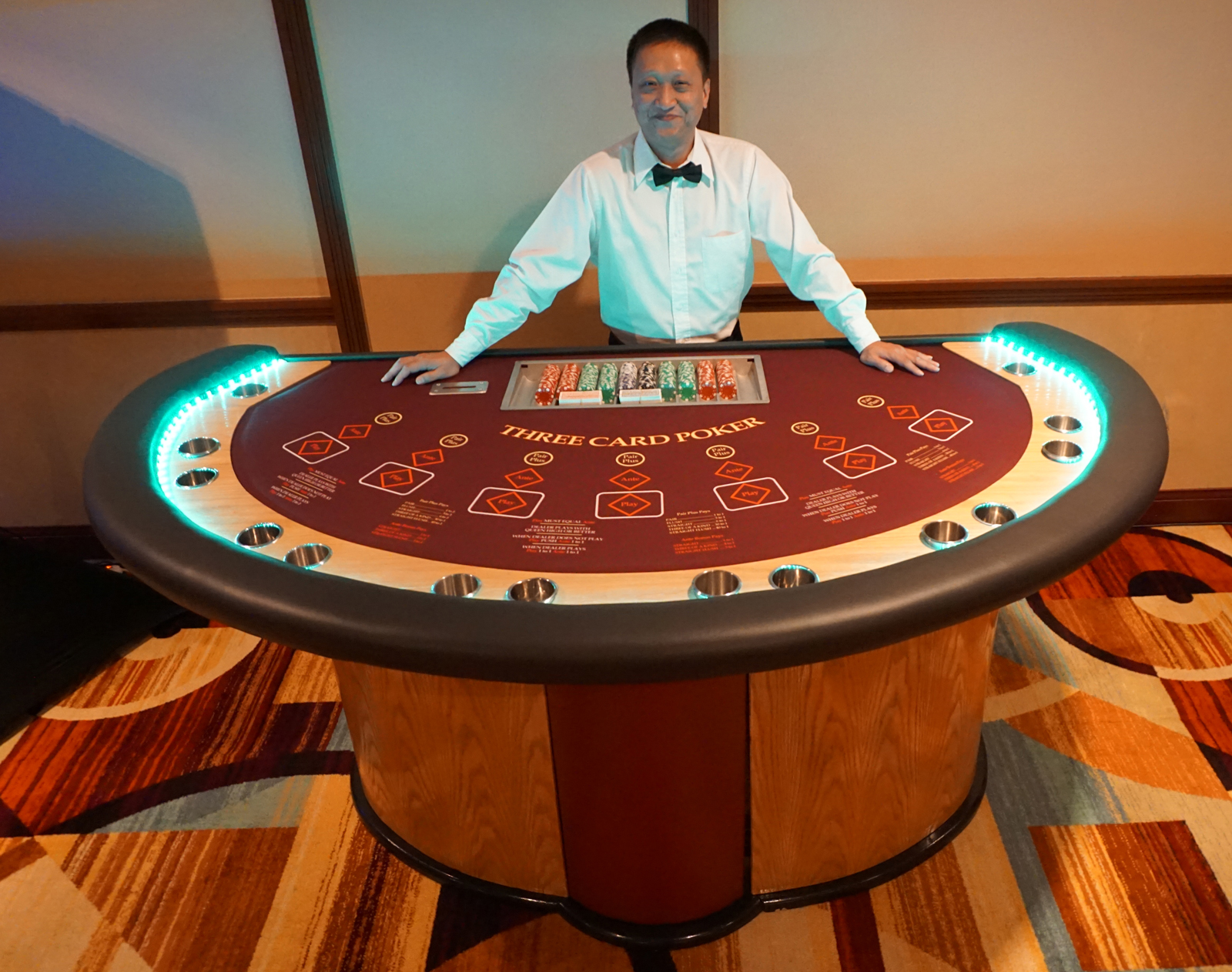 3-Card-Poker-Table-with-Dealer