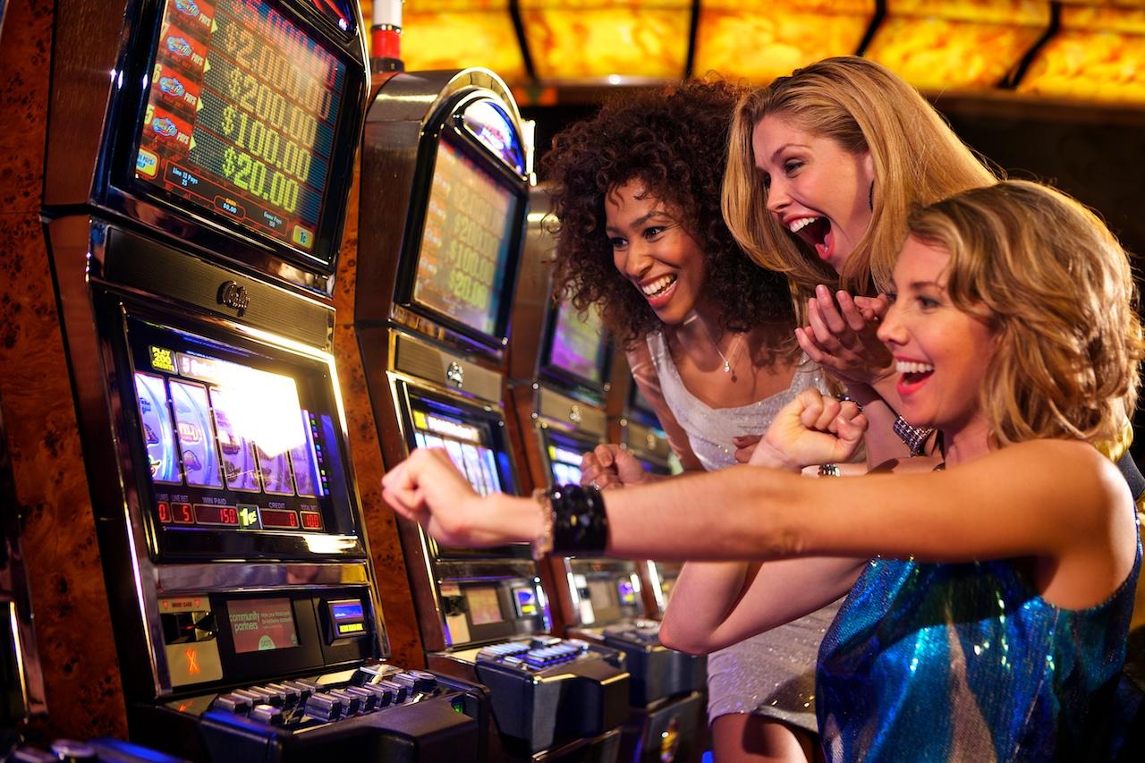 Girl Gamblers: A Brief History of Women in Gambling | GamerLimit